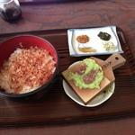 他県からなぜかお客が集まるローカル食堂