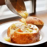 大野拓朗と味わう新オープンのベーカリー絶品パン